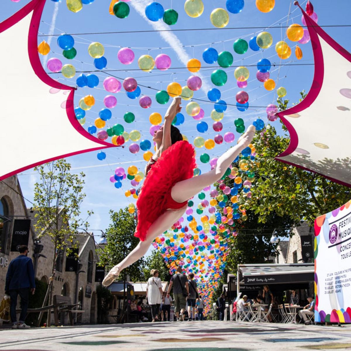 la danseuse exceptionnelle de ballet CYRIELLE JOST pendant notre deplacement dans les rue de BERCY VILLAGE Paris on a découvert des endroit manifique et chaleureux Crédit photo: © MARWAN MOUSSA / 2019, مروان موسى, مصور